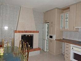 Casa en venta en calle Pez, Perales de Tajuña - 358398997