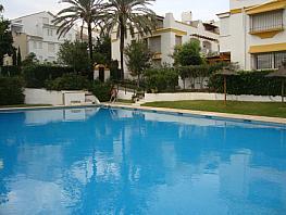 Casa adosada en alquiler de temporada en calle Alfonso Von Hohenlohe, Lomas de Marbella Club-Puente Romano en Marbella - 340770208