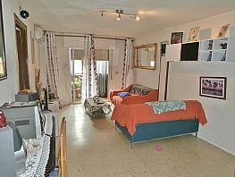 Salón - Piso en venta en calle Alozaina, Los Rosales en Madrid - 272270360
