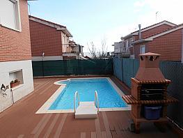 Casa adosada en venta en calle Sauce, Cabanillas del Campo - 358448575