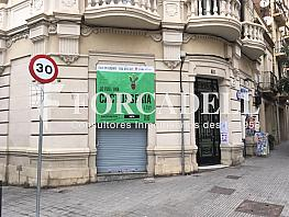Cartel shopinion - Local comercial en alquiler en Sants en Barcelona - 356201173