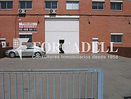 Fachada - Nave industrial en alquiler en calle Del Mig, Cornellà de Llobregat - 266476254