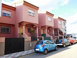 Fachada - Casa adosada en venta en calle Cullar Vega, Cúllar Vega - 259612467