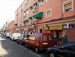 Local comercial en alquiler en calle Jose del Pino, Los Rosales en Madrid - 323959744