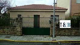 Casa en venta en calle El Fronton, San Cristóbal de Segovia - 358390266
