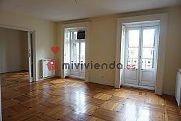 Flat for rent in calle De Antonio Maura, Jerónimos in Madrid - 344566932