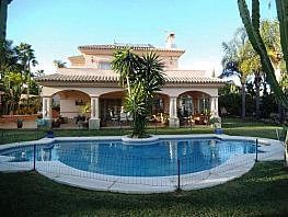 Casa en venta en calle Yerbabuena, Estepona - 358515361