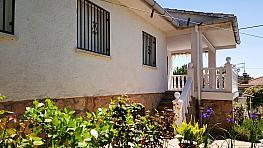 Fachada - Chalet en venta en calle Avda Encinar, Urb. Encinar del Alberche en Villa del Prado - 270267625