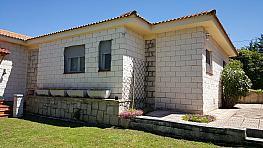 Fachada - Chalet en venta en calle Avda Encinar, Urb. Encinar del Alberche en Villa del Prado - 271892158