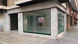 Local comercial en alquiler en calle Virgen del Aguila, Los Remedios en Sevilla - 351507245