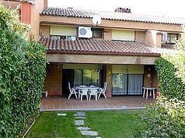 Casa adosada en venta en calle Sauces, Boadilla del Monte - 378273697
