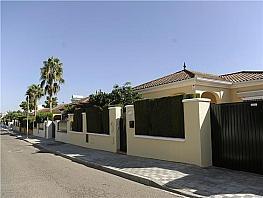 Chalet en alquiler en calle Jardines de Triana, Espartinas - 329531735