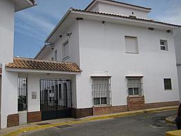 Casa adosada en alquiler en calle Guadiamar, Sanlúcar la Mayor - 303791152