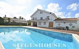 Fachada - Casa en venta en calle Pere Pau Segarra, Terramar en Sitges - 279238916
