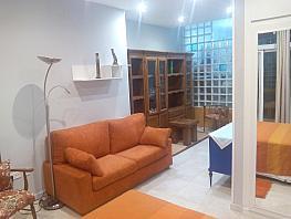 Salón - Estudio en alquiler en paseo Reina Cristina, Jerónimos en Madrid - 382632777