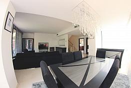 Salón - Casa adosada en alquiler en calle Tellinaires, Gavà Mar en Gavà - 326258115