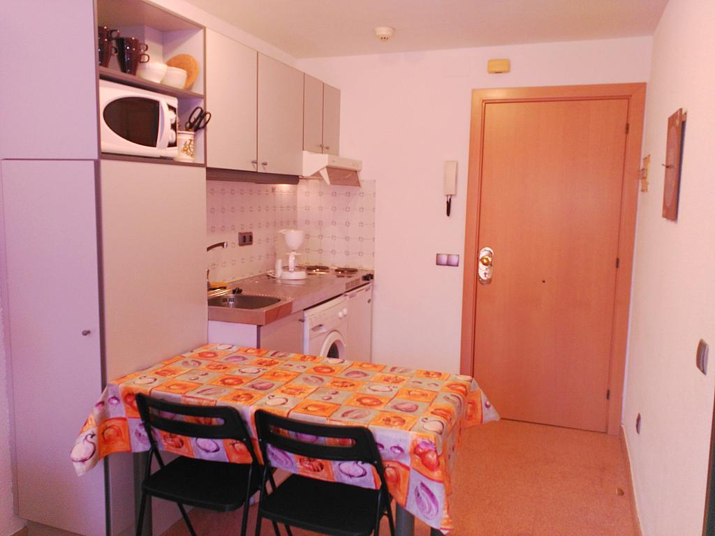 Apartamento en alquiler de temporada en calle Ramon y Cajal, Calella - 294033432