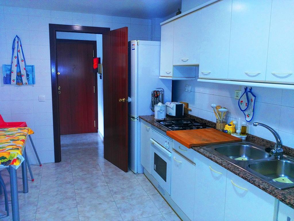 Cocina - Piso en alquiler de temporada en pasaje Merçe Rodoreda, Calella - 285270221