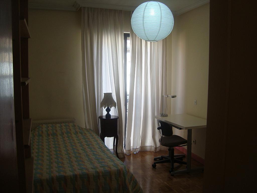 Piso en alquiler en calle Carmen Calzado, Casco Histórico en Alcalá de Henares - 255626408