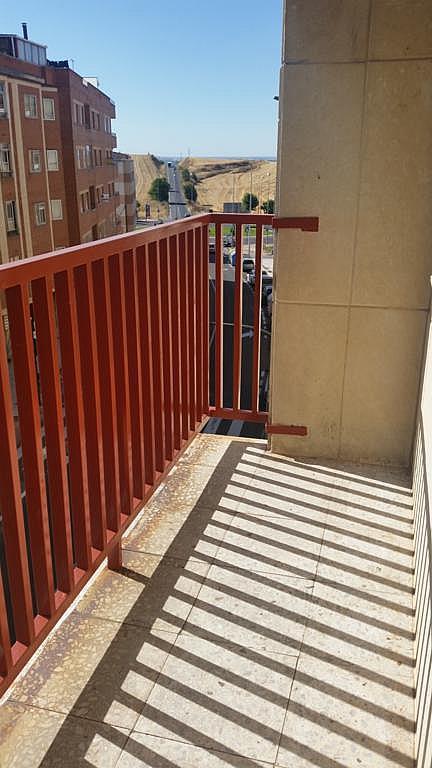 Piso en alquiler en calle Oropendola, Pizarrales en Salamanca - 308875447