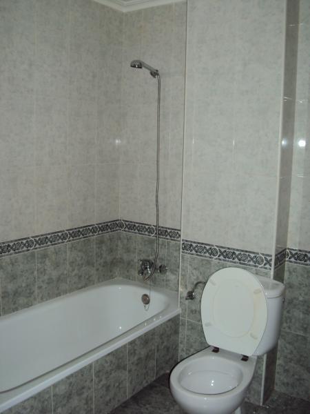 Baño - Piso en alquiler en calle Pedro Coca, Franciscanos en Albacete - 53023131