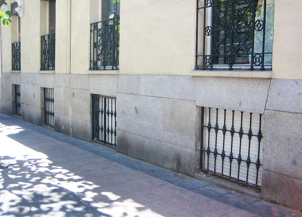 Local comercial en alquiler en calle De Ayala, Recoletos en Madrid - 361475680