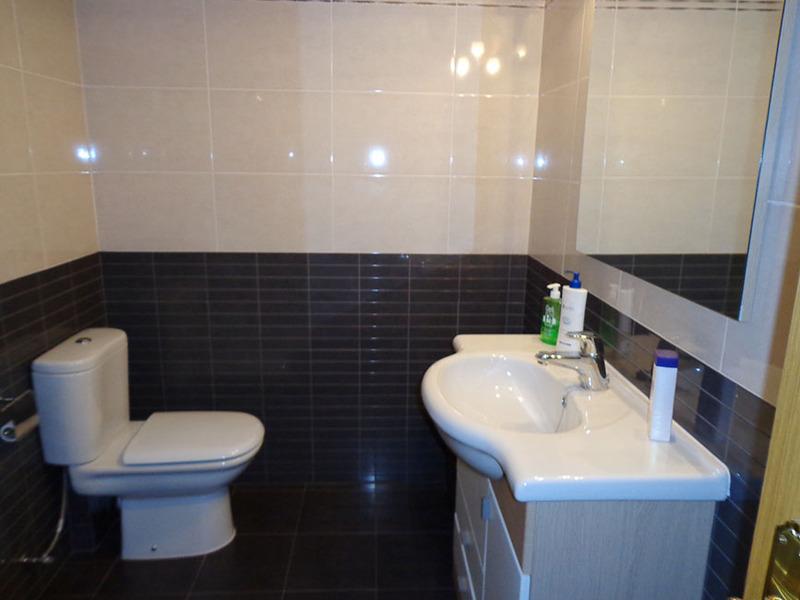 Baño - Estudio en alquiler en calle Sacedón, Villaviciosa de Odón - 119755173