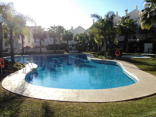 Casa pareada en alquiler de temporada en Urbanizaciones en Marbella - 210303963