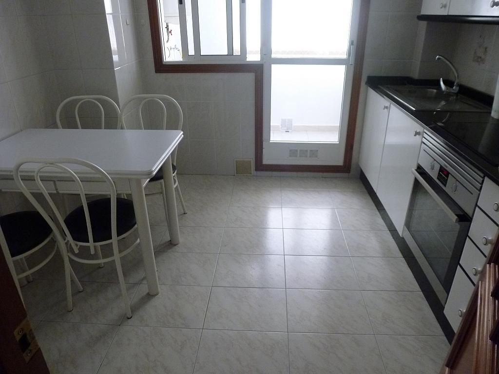 Piso en alquiler en calle Doctor Lago Olano, Calvario-Santa Rita-Casablanca en Vigo - 317595894