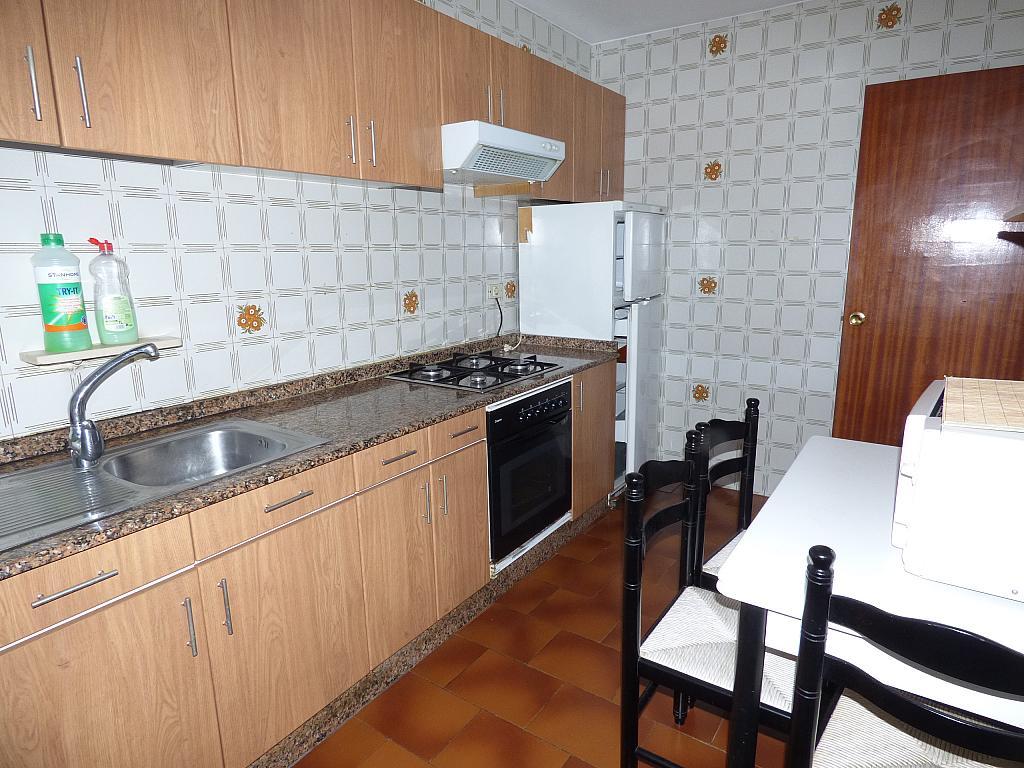 Piso en alquiler en calle Barcelona, As Travesas-Balaídos en Vigo - 329127359