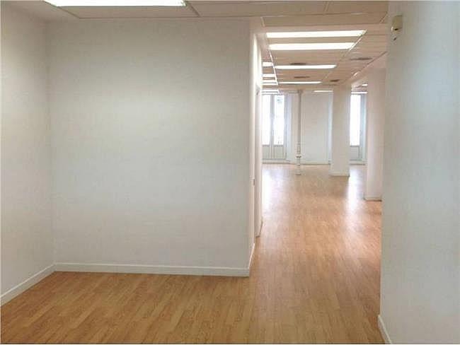 Oficina en alquiler en calle Bárbara de Braganza, Centro en Madrid - 330353897