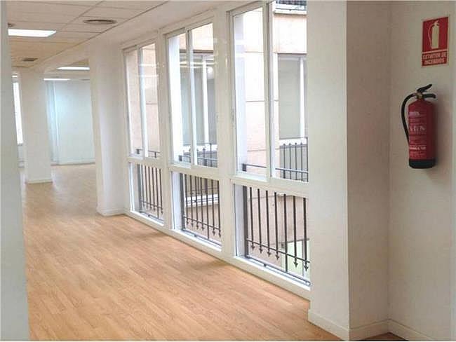 Oficina en alquiler en calle Bárbara de Braganza, Centro en Madrid - 330353900