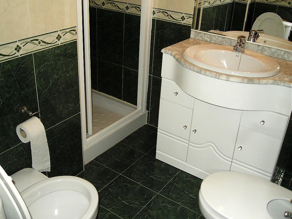 Baño - Piso en alquiler en calle Fray Gil, Las Vacas-Sur en Ávila - 326240755