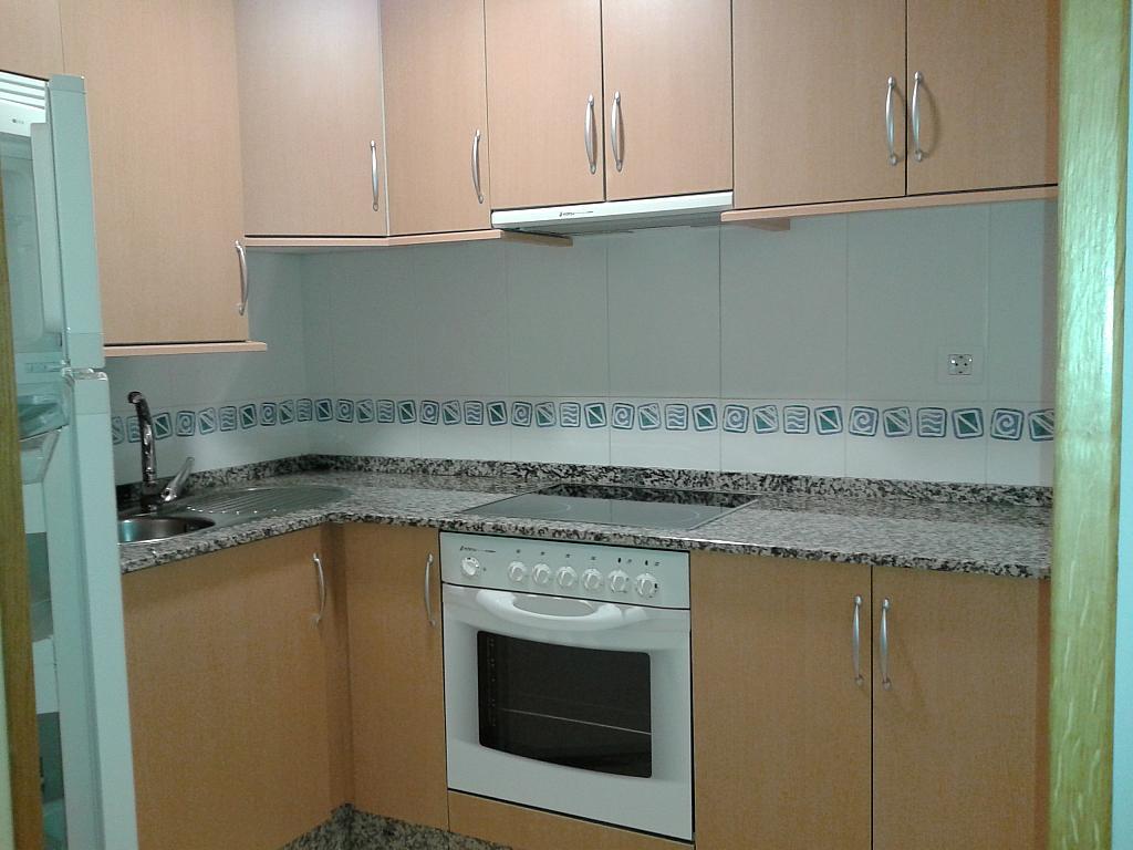 Cocina - Piso en alquiler de temporada en calle Pardo Bazan, Burela - 309266565