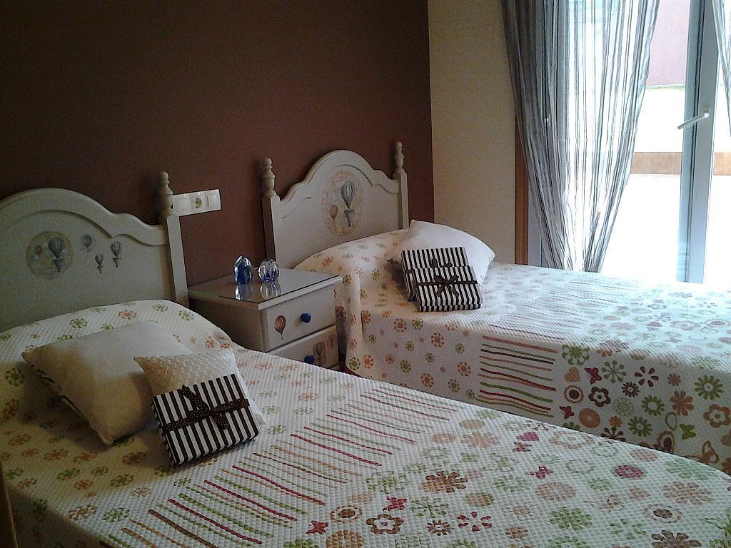 Dormitorio - Piso en alquiler de temporada en calle Concepcion Arenal, Burela - 309267958