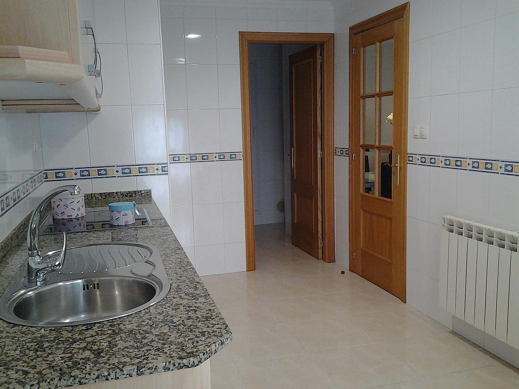Cocina - Piso en alquiler de temporada en calle Concepcion Arenal, Burela - 309268113