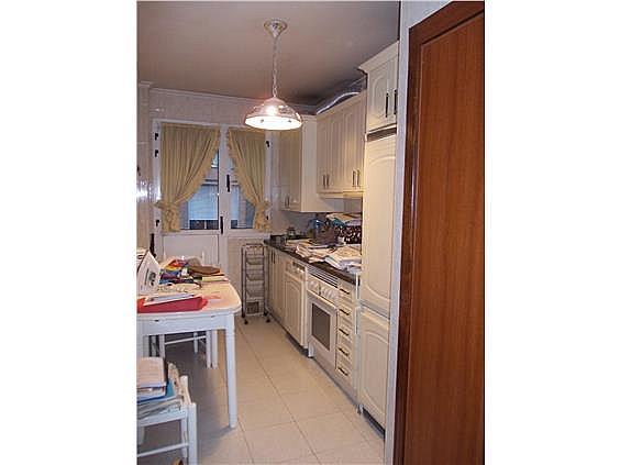 Piso en alquiler en calle Bermudez de Castro, Milán-Pumarin-Pontón de Vaqueros en Oviedo - 262051517