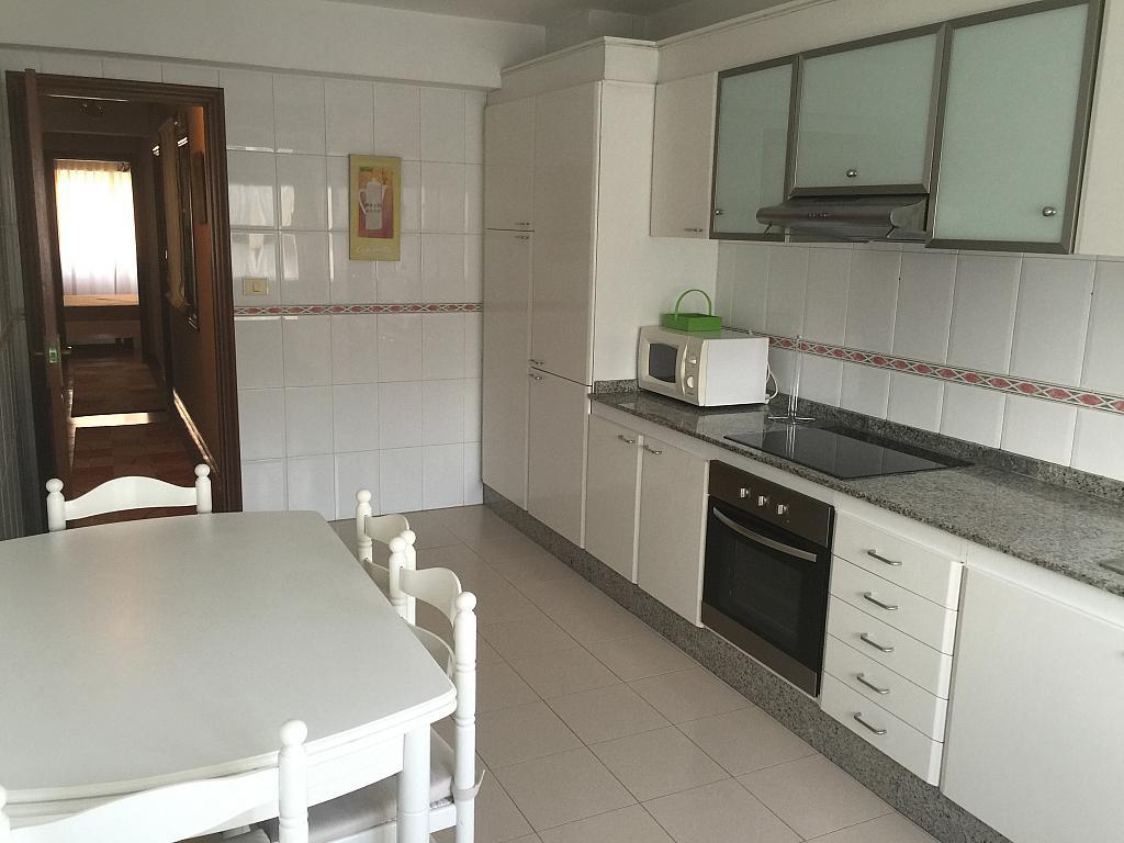 Piso en alquiler en calle Urbano Lugris, Arteixo - 322582492