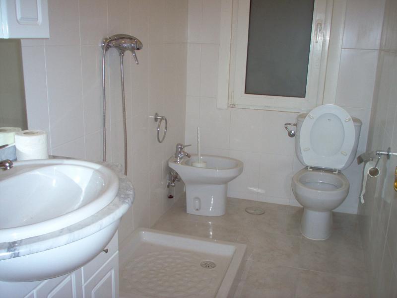Baño - Piso en alquiler en calle Finisterre, Arteixo - 56818407