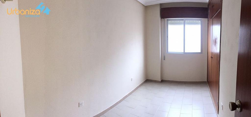 Foto - Piso en alquiler en calle Antonio Martinez Virel, Valdepasillas en Badajoz - 326582278
