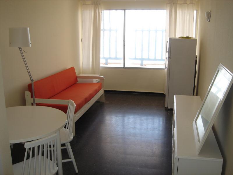Salón - Apartamento en alquiler en calle Nicolas Estevanez, Puerto-Canteras en Palmas de Gran Canaria(Las) - 68472195