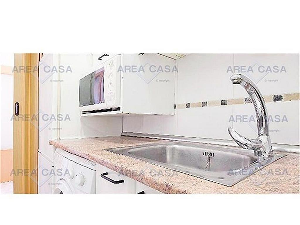 Piso en alquiler en La Barceloneta en Barcelona - 328995557
