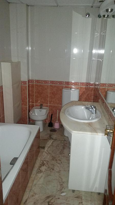 Baño - Piso en alquiler en calle Castelar, Centro Historico en Almería - 207809351