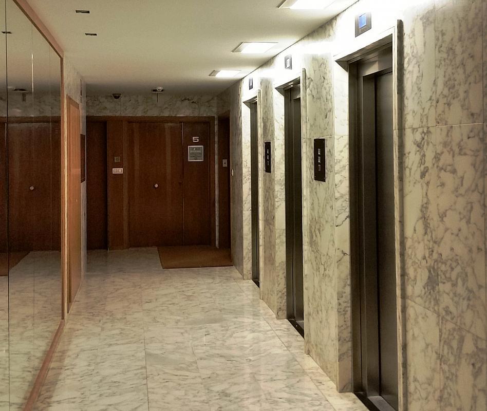 Oficina en alquiler en calle Josep Tarradellas, Eixample esquerra en Barcelona - 330444837