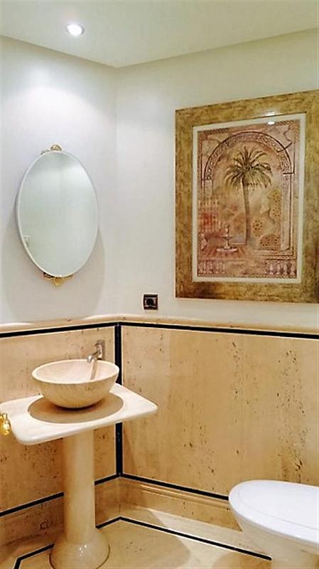Piso en alquiler en calle Isabel de Farnesio, Milla de Oro en Marbella - 282795945