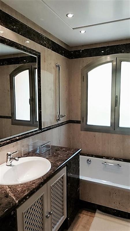 Piso en alquiler en calle Isabel de Farnesio, Milla de Oro en Marbella - 282795960