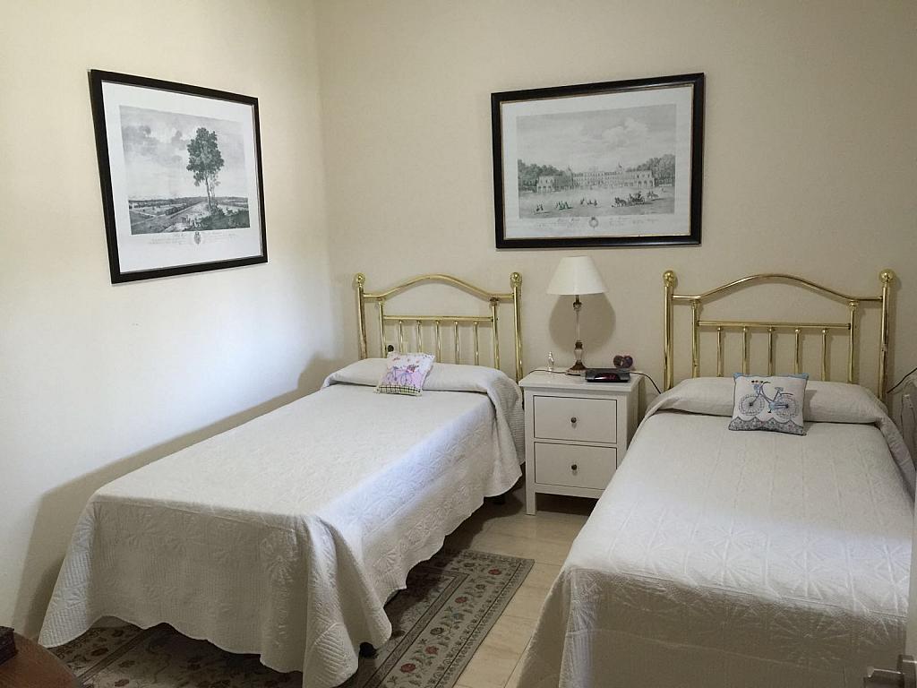 Casa adosada en alquiler en calle Pico de Aneto, Guadalmina - 331031217