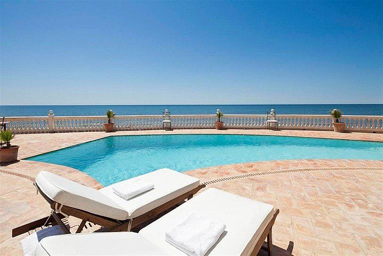 Chalet en alquiler en calle De la Playa, Divina Pastora en Marbella - 227312316