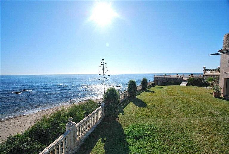 Chalet en alquiler en calle De la Playa, Divina Pastora en Marbella - 227312318