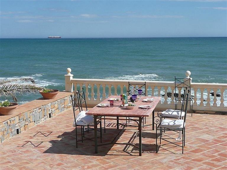 Chalet en alquiler en calle De la Playa, Divina Pastora en Marbella - 227312319